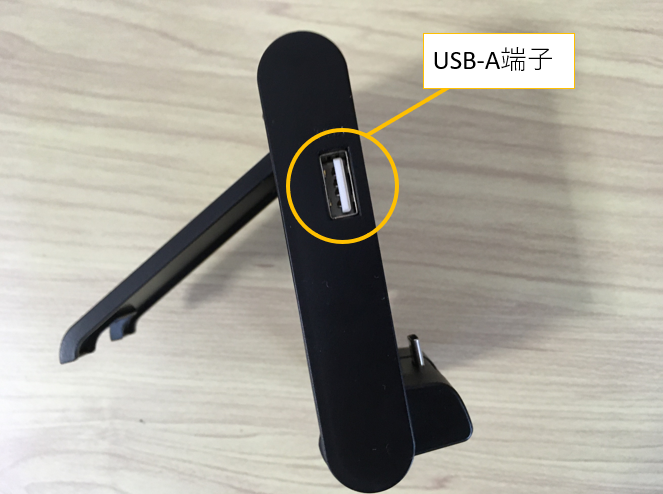 スイッチライトとGCコンをつなげるテーブルモード専用 ポータブルUSBハブスタンドの側面