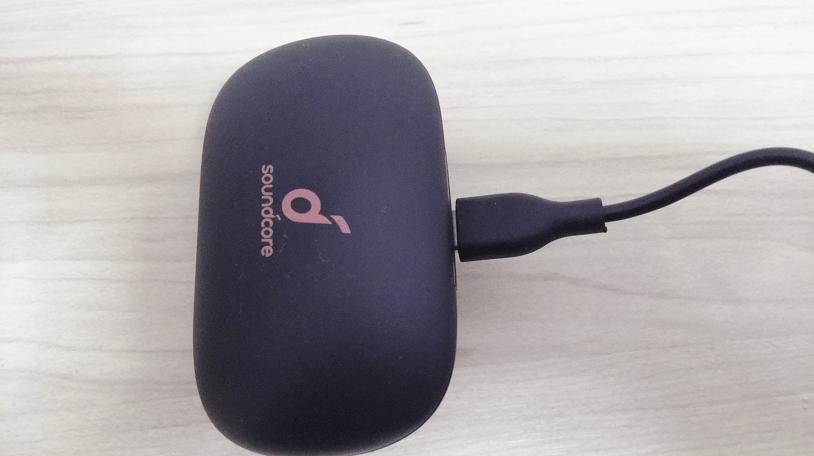 Soundcore Life P2の充電ケース